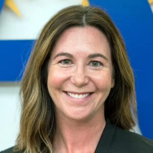 キャサリンアシュビー、アシスタント。 学校と地域社会の関係の監督